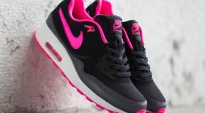 Nike WMNS Air Max Light – Black / Hyper Pink