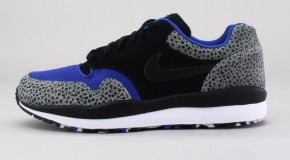 NIKE AIR SAFARI LE – NEUTRAL GREY/BLACK-GAME ROYAL-WHITE