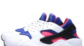 NIKE AIR HUARACHE – WHITE/GAME ROYAL-DYNAMIC PINK
