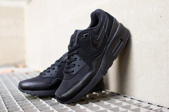 "Nike WMNS Air Max Light ""Blackout"" 2"