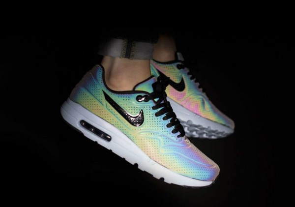 "Nike Air Max 90 Ultra Moire ""Iridescent"" 2"
