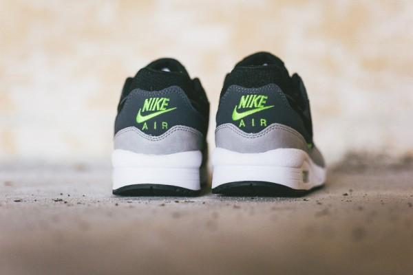 Nike Air Max Light Essential - Black/Dark Grey-Volt 4
