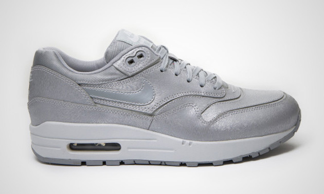 Nike-Air-Max-1-WMNS-Cut-Out-Premium-Wolf-Grey-Light-Base-Grey-White-1