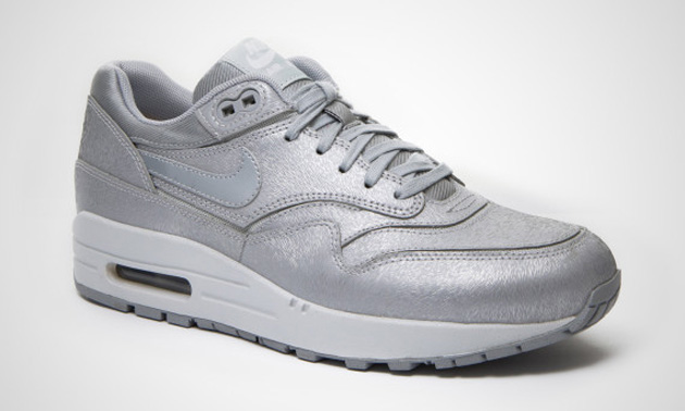 Nike-Air-Max-1-WMNS-Cut-Out-Premium-Wolf-Grey-Light-Base-Grey-White-2