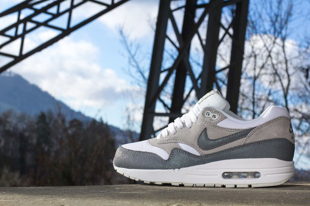 Nike-Air-Max-1-WMNS-Essential-White-Cool-Grey-Wolf-Grey-Light-Base-Grey-1