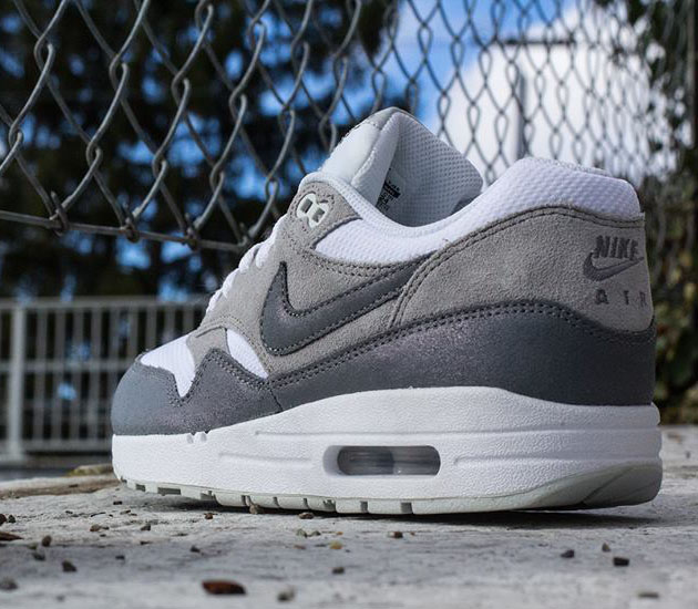 Nike-Air-Max-1-WMNS-Essential-White-Cool-Grey-Wolf-Grey-Light-Base-Grey
