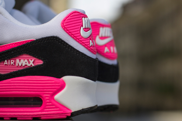 Nike-Air-Max-90-Cool-Grey-Black-Hyper-Pink-1