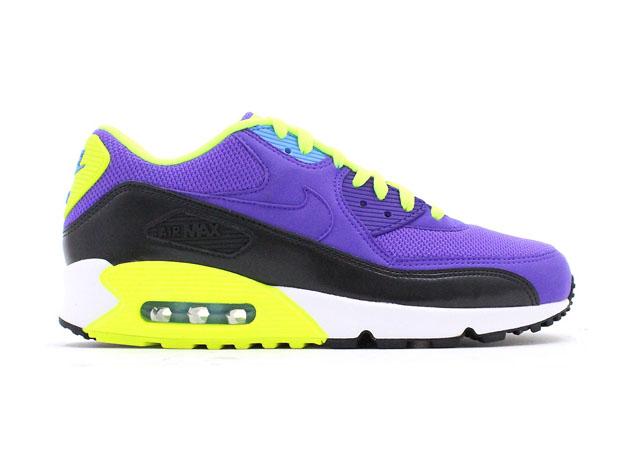 Nike-Air-Max-90-Essential-Hyper-Grape-Dark-Ash-Volt-1