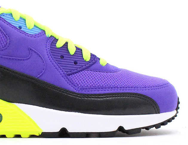 Nike-Air-Max-90-Essential-Hyper-Grape-Dark-Ash-Volt-3