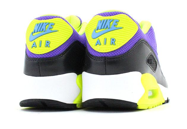 Nike-Air-Max-90-Essential-Hyper-Grape-Dark-Ash-Volt-4