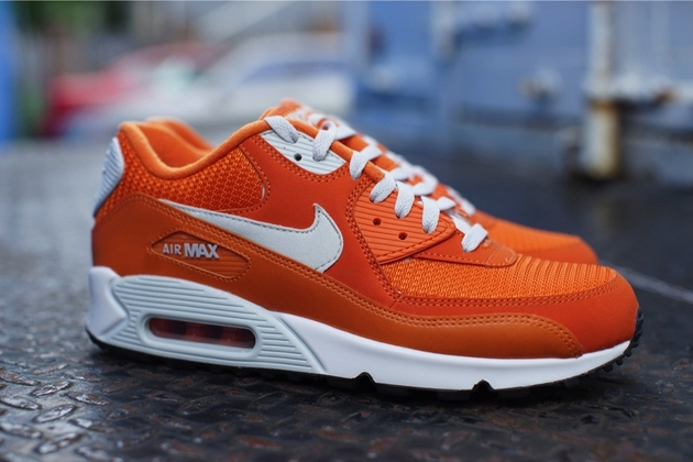 Nike-Air-Max-90-Essential-Solar-Orange-Light-Base-Grey-Sail-1