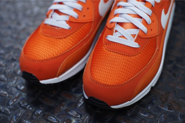 Nike-Air-Max-90-Essential-Solar-Orange-Light-Base-Grey-Sail-2