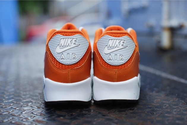 Nike-Air-Max-90-Essential-Solar-Orange-Light-Base-Grey-Sail-3