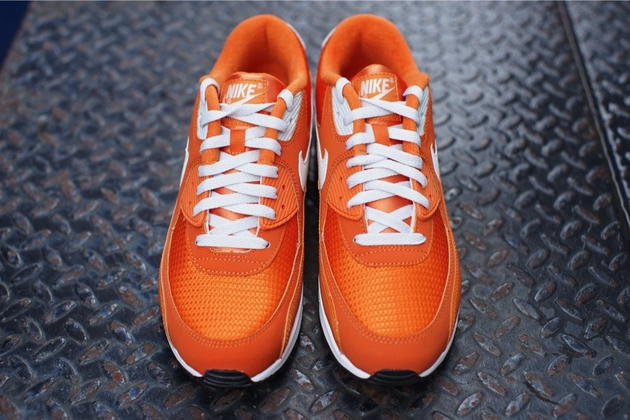 Nike-Air-Max-90-Essential-Solar-Orange-Light-Base-Grey-Sail-5