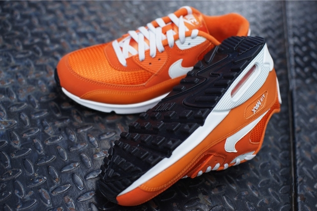 Nike-Air-Max-90-Essential-Solar-Orange-Light-Base-Grey-Sail-6