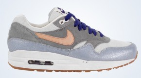 Nike WMNS Air Max 1 – Metallic SIlver/Vachetta Tan