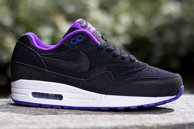 Nike-Womens-Air-Max-1-Essential-Black-Hyper-Grape-3