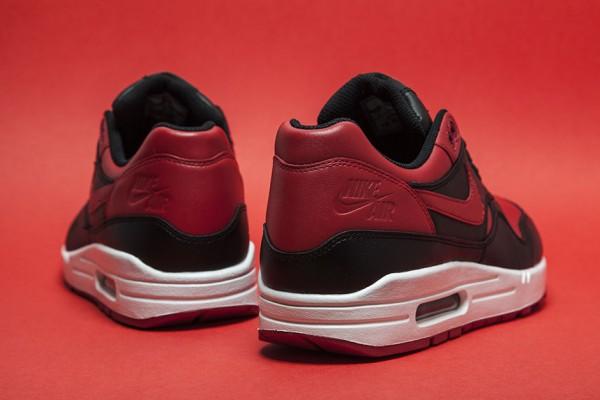 "Nike Air Max 1 ""Bred"" 2"