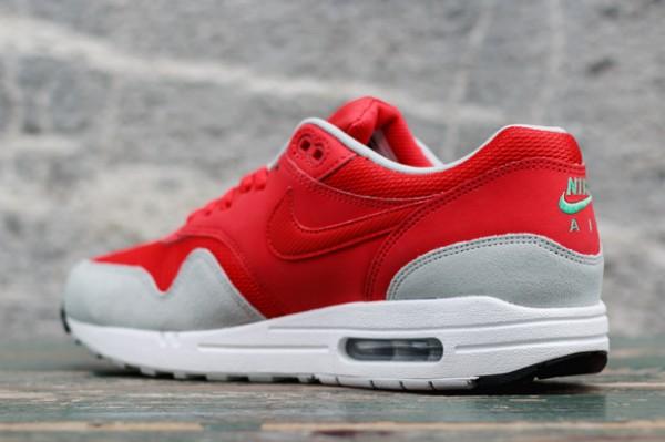 """Nike Air Max 1 """"Daring Red"""" 3"""