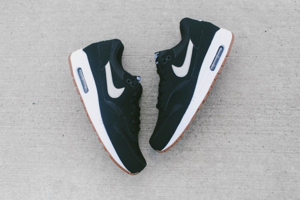 Nike Air Max 1 Essential - Black / White 4