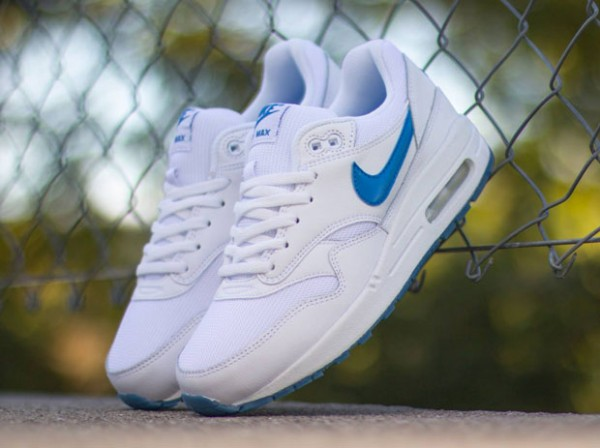 "Nike Air Max 1 GS ""Glowing Soles"" 2"