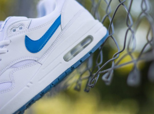"Nike Air Max 1 GS ""Glowing Soles"" 3"