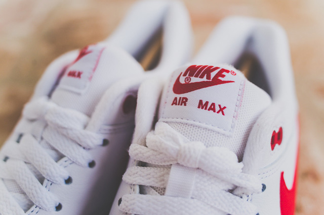 nike-air-max-1-leather-og-white-uni-red-4