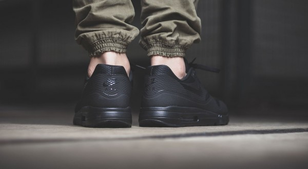 Nike Air Max 1 Ultra Essential - Black 3
