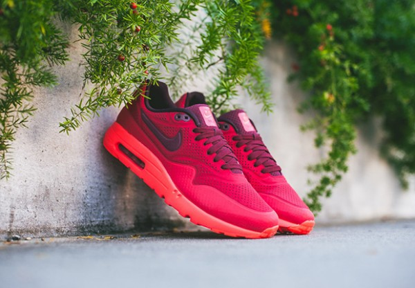 Nike-Air-Max-1-Ultra-Moire-Triple-Red-2
