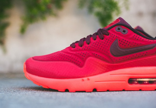 Nike-Air-Max-1-Ultra-Moire-Triple-Red-3