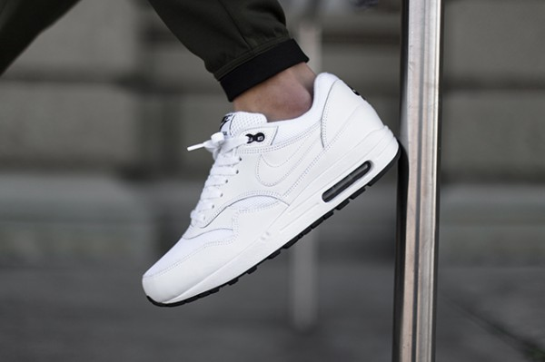 Nike Air Max 1 - White / Black 2