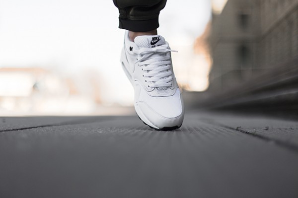 Nike Air Max 1 - White / Black 3