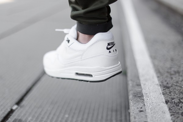 Nike Air Max 1 - White / Black 4