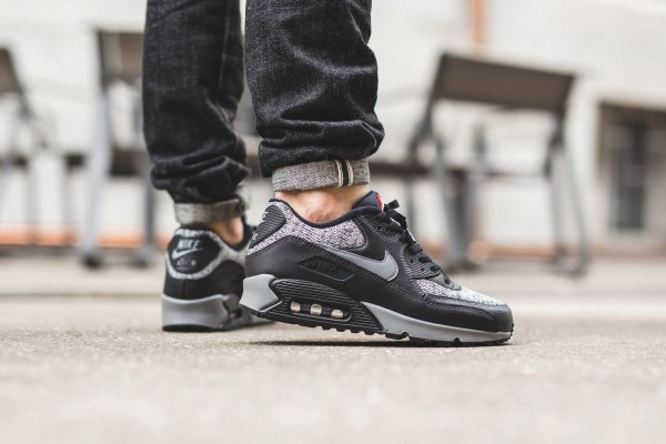 Nike Air Max 90 Essential - Black/Cool Grey-Anthracite-University Red 3