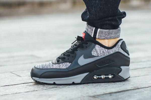 Nike Air Max 90 Essential - Black/Cool Grey-Anthracite-University Red 4