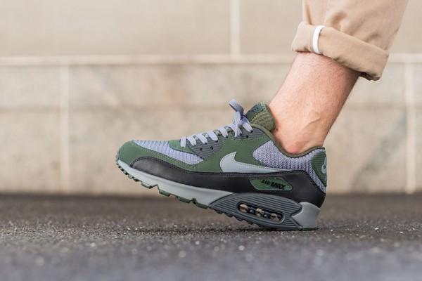 Nike Air Max 90 Essential - Cool Grey/Clear Grey-Black-Carbon Green 3