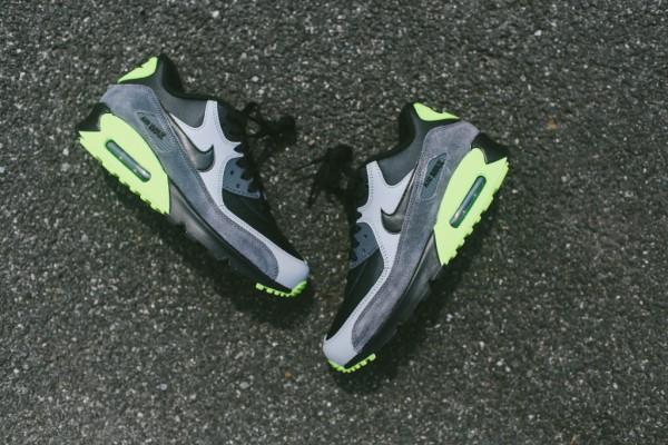 Nike Air Max 90 Leather - Black / Grey - Volt 3