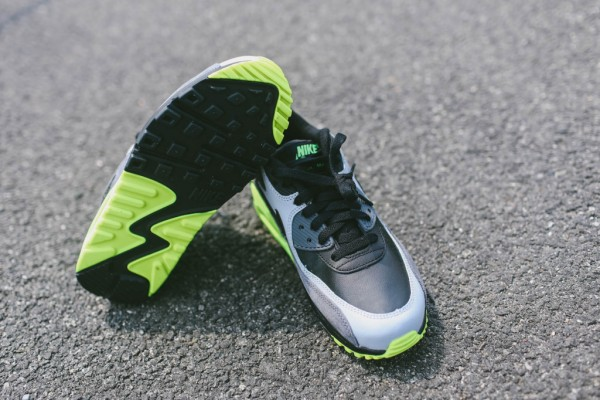 Nike Air Max 90 Leather - Black / Grey - Volt 5