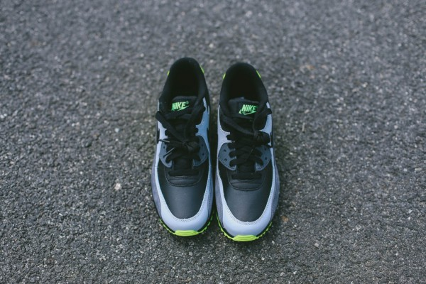 Nike Air Max 90 Leather - Black / Grey - Volt 9