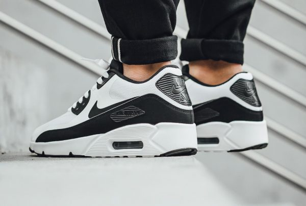 Nike Air Max 90 Ultra 2.0 Essential - White/Black 3