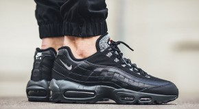 Nike Air Max 95 Essential – Black/Cool Grey-Anthracite-University Red