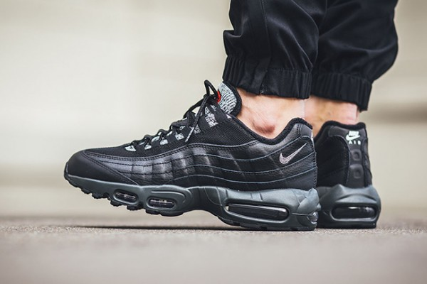 Nike Air Max 95 Essential - Black/Cool Grey-Anthracite-University Red 2