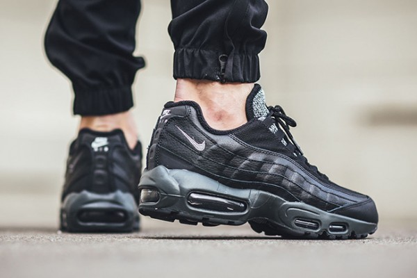 Nike Air Max 95 Essential - Black/Cool Grey-Anthracite-University Red 3