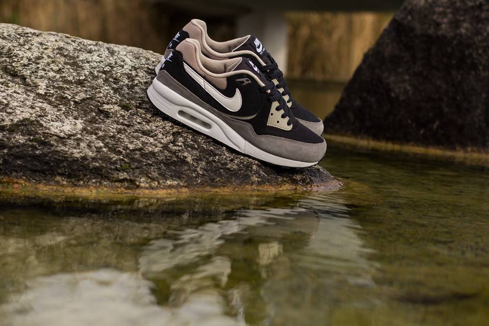 Nike-Air-Max-Light-Chino-1