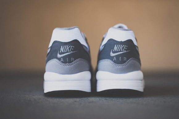 nike-air-max-light-essential-cool-grey-4