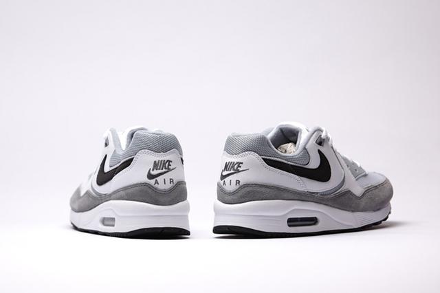 Nike-Air-Max-Light-Essential-white-black-lt-magnet-grey_b4