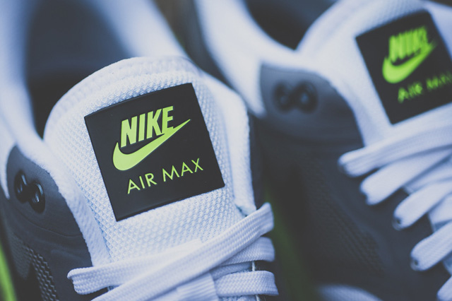 nike-air-max-lunar-1-grey-volt-4