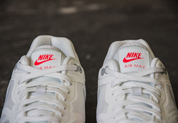 NIKE AIR MAX LUNAR1 – WHITE / MIST GREY - BRIGHT CRIMSON 2