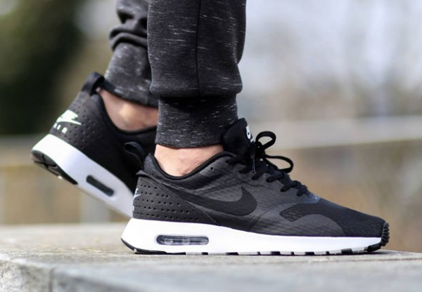 Nike Air Max Tavas - Black / White 2