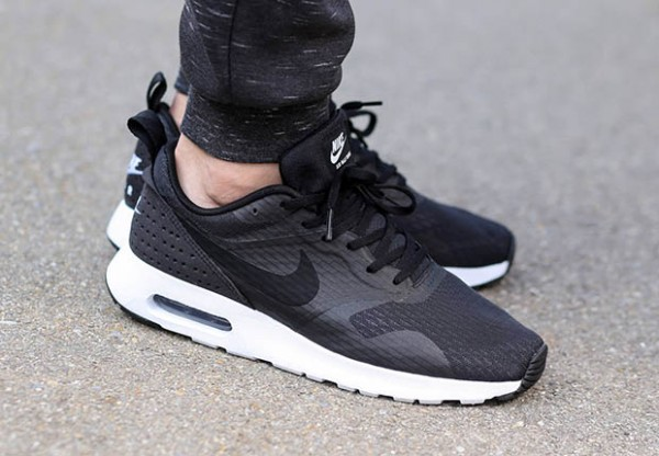 Nike Air Max Tavas - Black / White 3